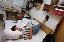 KOLEJ NEBO PRIVÁT? Na bydlení na vysokoškolských kolejích nedají mnozí studenti dopustit. Mnoho jejich spolužáků už ale dává přednost bydlení v soukromí.