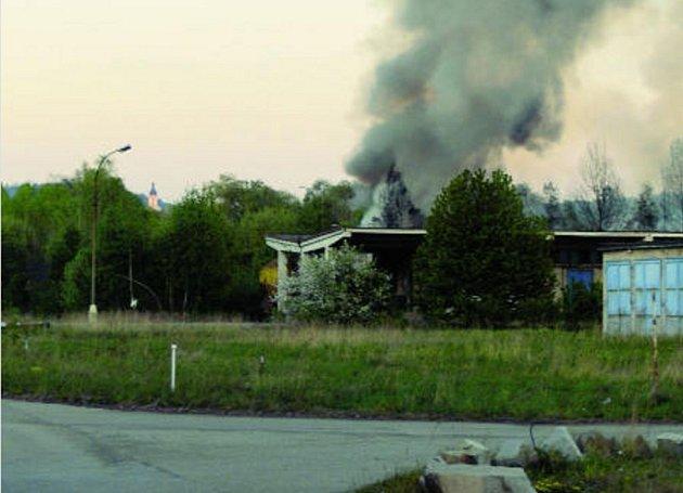 Sobotní požár v průmyslovém areálu na českobudějovické Okružní třídě vypukl před osmou hodinou večerní.