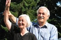 Marika Maceridu a Ilias Michopulos se v sobotu opět sešli v Nových Hradech. Kdysi tu našli azyl, Marika coby vychovatelka, Ilias byl tenkrát desetiletý kluk.