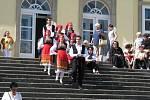 Do zámku, který jim byl kdysi domovem, se v sobotu po letech vrátily takzvané Řecké děti.