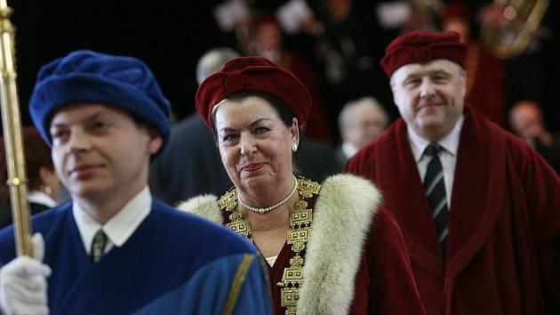 Inaugurace rektorky Magdaleny Hrabánkové 31. března 2011.
