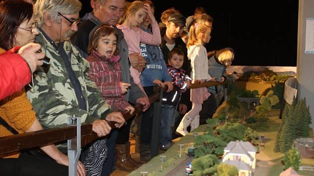 Šikovnost železničních modelářů obdivovali o víkendu návštěvníci hravé výstavy v českobudějovickém IGY Centru.