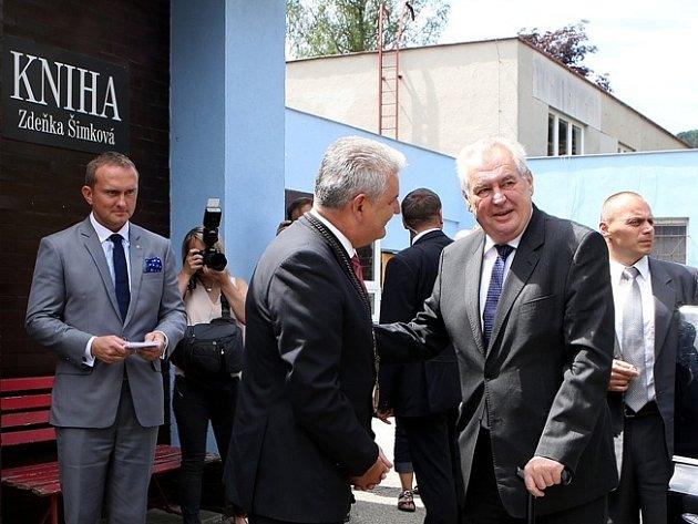 Miloše Zemana ve Větřní přijali zástupci obce.