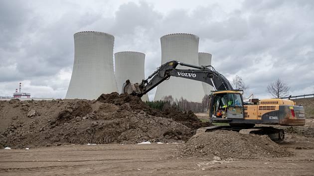 Stavba horkovodu z temelínské elektrárny do Českých Budějovic.
