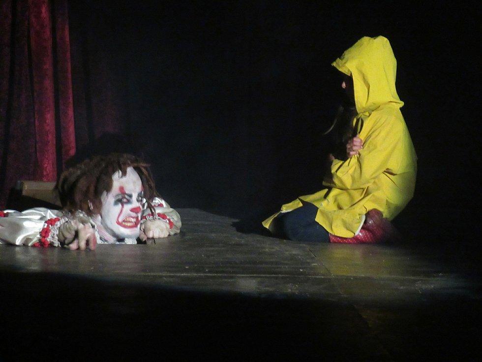 Takto hororová rodina děsila a bavila obecenstvo minulý rok v Táboře.