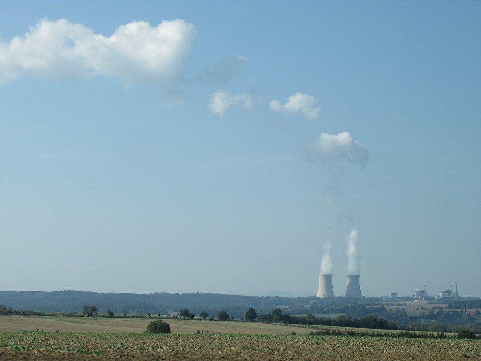 V současnosti je vyhořelé palivo elektráren uskladňováno v areálech těchto provozů, to se má v budoucnu změnit, úložiště by mělo stát do roku 2056. Náklady na jeho vybudování a provoz se podle odhadů mohou šplhat až ke 112 miliardám korun.