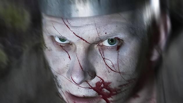TEMNÝ MACBETH. Ondřej Volejník ztvární titulní roli v Macbethovi, jedné ze čtyř letošních premiér Jihočeského divadla před otáčivým hledištěm v Českém Krumlově. Díky Macbethovi uvidí diváci poprvé v zámeckém parku tragédii.