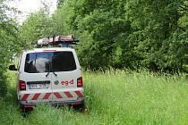 Nejhorší situace je kolem Želče na Soběslavsku, kde noční bouřky v noci na středu 30. června lámaly stromy. Jeden skončil v lese na vysokém vedení.