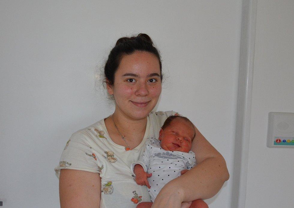 Valeria Abduloski z Písku. Rodiče Kateřina a Eminče Abduloski se radují z dcery narozené 10. 11. 2020 ve 23.04 hodin. Při narození vážila 3750 g a měřila 51 cm. Doma ji přivítala sestřička Sofia Eliška (3).