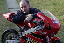 Výrobce motocyklů Adolf Sieber z Českého Krumlova ve čtvrtek již podruhé zvítězil v soutěži o Živnostníka roku.