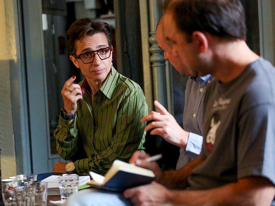 Táborský knižní festival Tabook rozžil o víkendu kotnovskou sýpku i další prostory ve městě. Na snímku ruská spisovatelka a reportérka Máša Gessenová.