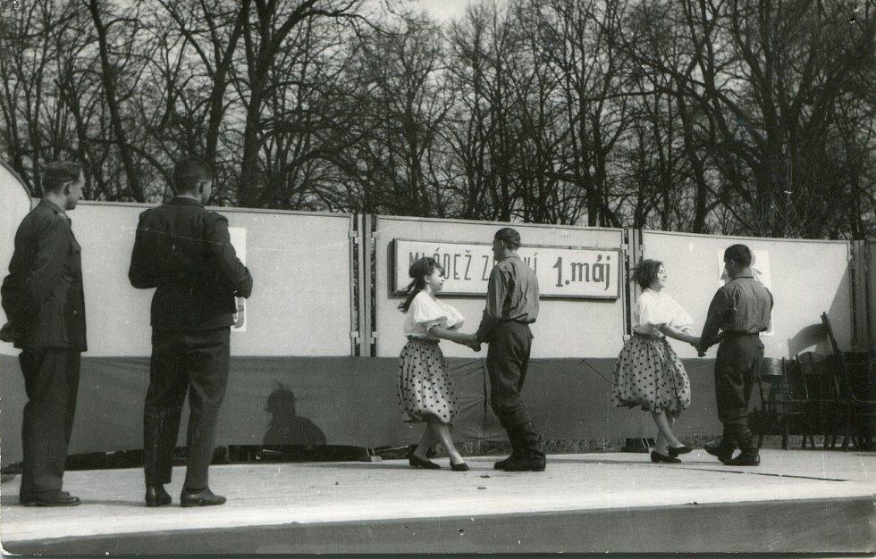 1 .máj 1965. Taneční výstup Souboru přátelství.