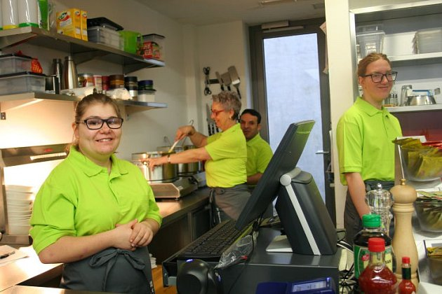 Bufet vMauthausenu provozují postižení.