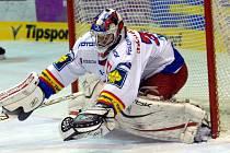 Mladý gólman HC Mountfield Jakub Kovář vykazuje v posledních zápasech stabilní výkonnost a také v neděli v Litvínově svůj tým výrazně podržel.
