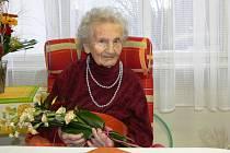 Ve středu oslavila své úctyhodné sté narozeniny Marie Marešová, která od své svatby až do letošního března žila s rodinou v Lišově. V těchto dnech už ale Marie Marešová bydlí v domově důchodců na Dobré Vodě u Českých Budějovic, kde ji rodina navštěvuje.