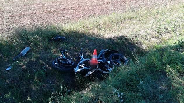 Pět řidičů zemřelo v kraji v šesti dnech, z toho čtyři motorkáři.O prázdninách už  zahynulo na jihu Čech devět motorkářů. Pro srovnání –  o loňských prázdninách přišlo v Česku  o život celkem  16 motocyklistů.