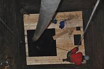 Studna má dvě technické úrovně – její svrchní patro je tvořeno rozměrnou obdélnou šachtou o rozměrech 5 × 4 m, která v hloubce 12 m pozvolna přechází v kruhový půdorys o průměru 2,5 m. Její stěny jsou až do hloubky 35 m obezděny.
