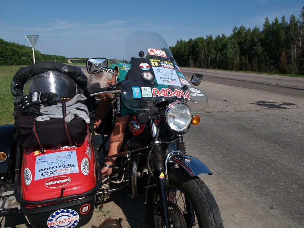 Motovýlet Petra Hošťálka na 3 412. kilometru.