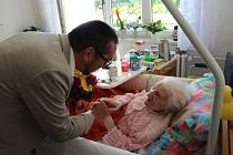 Náměstek primátora Juraj Thoma popřál seniorce ke 101. narozeninám.