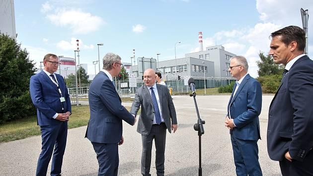 Ministr průmyslu a obchodu Karel Havlíček navštívil v pátek jadernou elektrárnu Temelín.
