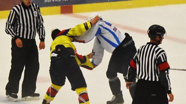 Martin Beránek (ve žlutém) se popral s Kazachem Išmametěvem.