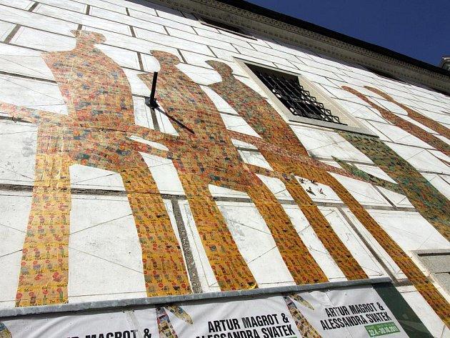 Egon Schiele Art Centru dali českokrumlovští památkáři pokutu za umění na fasádě. Krajský úřad ale pokutu zrušil.