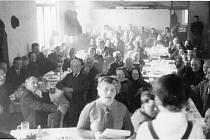Jak jsem žili v Dubném, setkání důchodců v roce 1966.