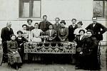 Komitét školního polévkového ústavu z roku 1907.