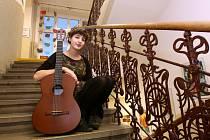 Jessica Haugh (16) z Českých Budějovic nadchla na krajském kole Dětské Porty v Českém Krumlově. S hlasem, v němž je náboj i něha, a s výbornou hrou na kytaru postoupila do finále v Praze.