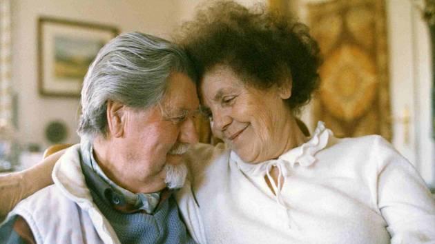 Joan Brehms, autor první podoby otáčivého hlediště. Zemřel 10. ledna 1995. Na snímku je s manželkou Jitkou v roce 1995.