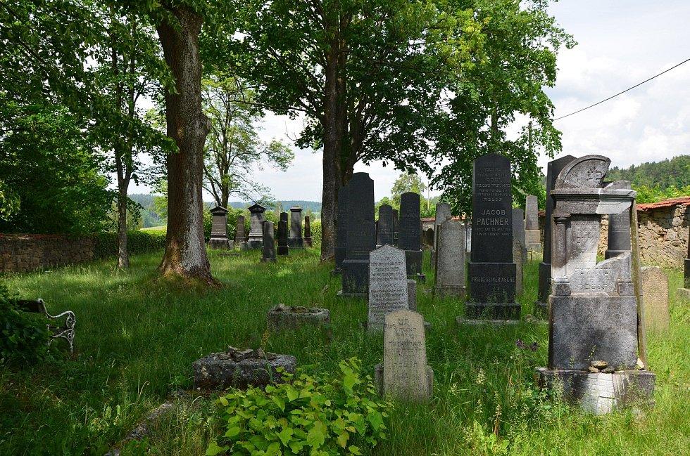 Nově prohlášené památky v jižních Čechách. Patří mezi ně i židovský hřbitov v Nové Bystřici.