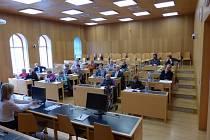 Senioři zvolili za předsedu senátu Vlastislava Klimeše, který má plnit tuto funkci do dalších komunálních voleb.