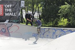 Skateboard mohou zkusit při dodržení bezpečnostních opatření i hodně mladí jezdci. Ilustrační fotka.