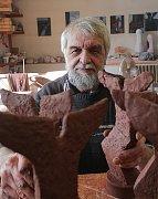 Tomáš Proll vytvářel sošky cen Jihočeská Thálie od roku 1999.