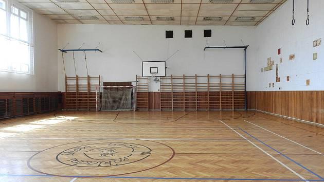 Starou tělocvičnu v lišovské základní škole by mohla v budoucnu nahradit nová.