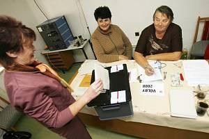 Nejmenší volební okrsek Českobudějovicka, Vlkov, měl sečteno jako první v republice. Volilo zde 18 lidí z 22.