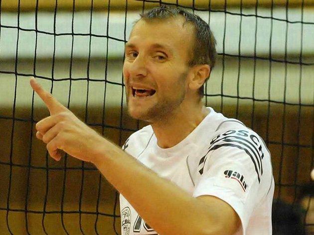Pochopův loket je stále v léčebném procesu, zda pojede do Prahy, záleží na dohodě s trenérem.