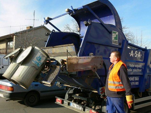 Speciální odpadový vůz, tak zvané odpadové taxi.
