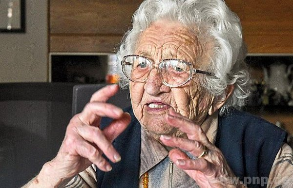 Opravdu čilá 103letá stařenka!