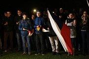 Na českobudějovickém Sokolském ostrově se sešlo kolem čtyř set lidí, aby vyjádřilo požadavek, aby Andrej Babiš odstoupil z vlády.