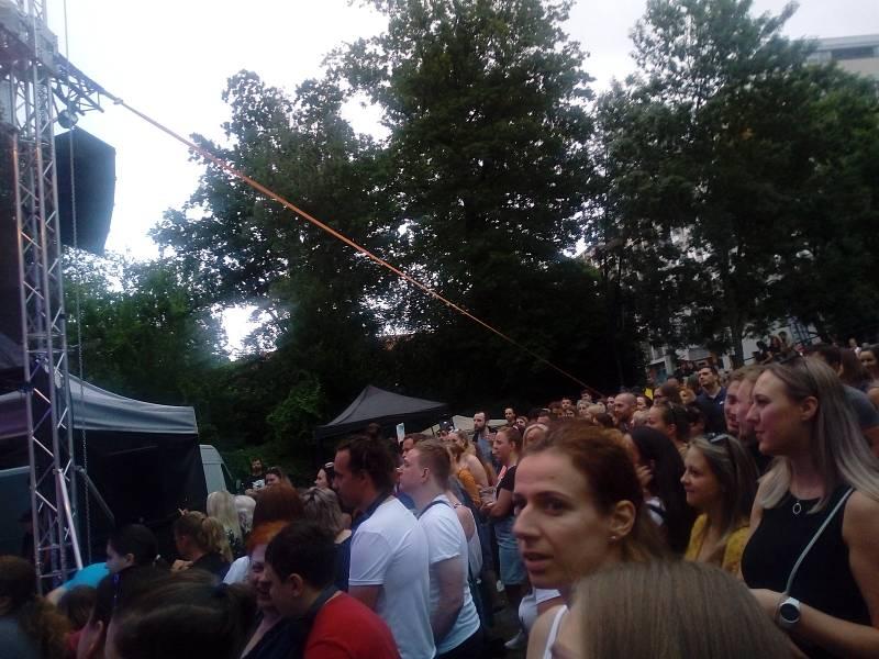 Festival Týden v letňáku zavřela kapela Jelen