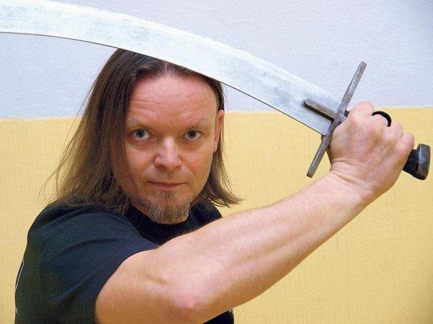 Petr Nůsek si zahrál vkomparzu.