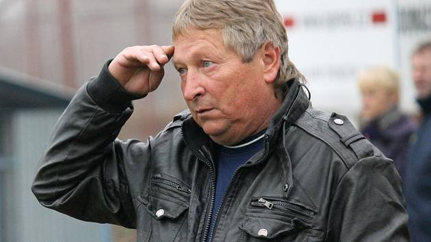 Miroslav Pekárek vede Novou Ves v okresním přeboru.