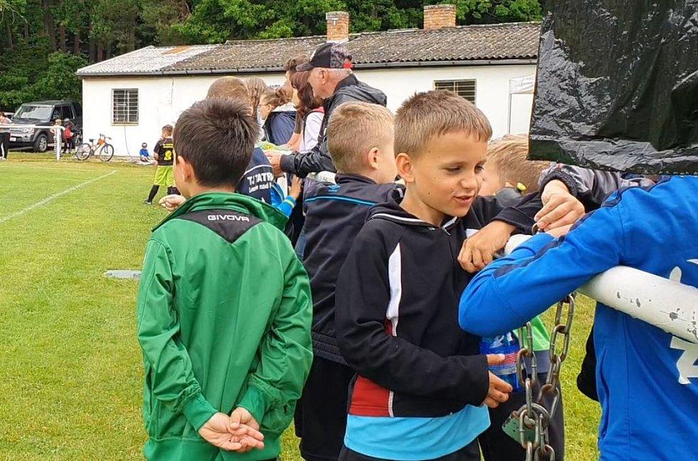 Fotbalový turnaj dětí v Dubném. Pořadatelem je David Lafata
