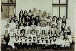 Školní představení v roce 1907 neslo název Tři halíře.