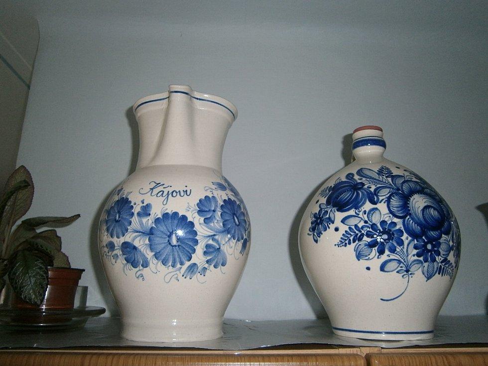 Karel Příhoda se věnoval desítky let keramice, později maloval i psal básně.