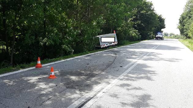 Tři auta se srazila za Lišovem směrem na Třeboň.
