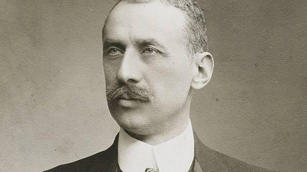 Johann Schönburg – Hartenstein, majitel zámku Červená Lhota, působil v letech 1911 – 1918 jako rakousko – uherský velvyslanec ve Vatikánu.