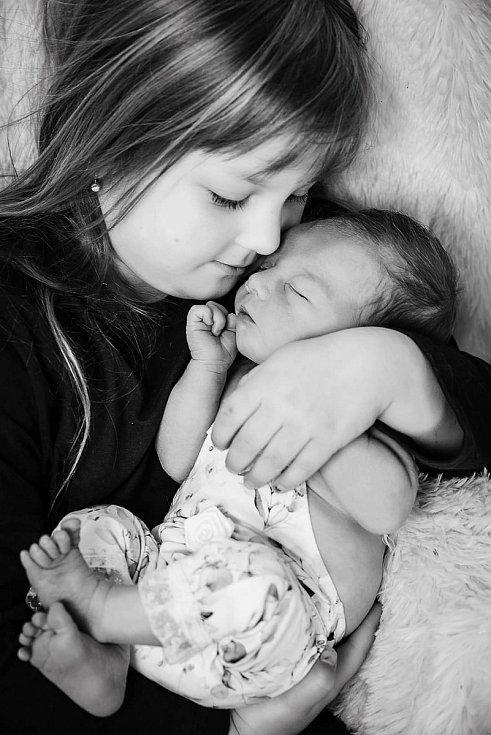 Starší sestrou je od 8. 4. 2021 6letá Terezka. Maminka Martina Hofmannová v tento den v 16.18 h. porodila ve strakonické nemocnici dceru Emily Chovancovou, vážila 3,56 kg.