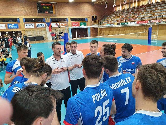 Česká volejbalová reprezentace nastoupila proti Rakousku vmodrých dresech